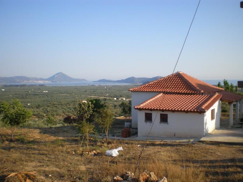 Οικόπεδο Με Οικία  500 μέτρα Από costa Navarino