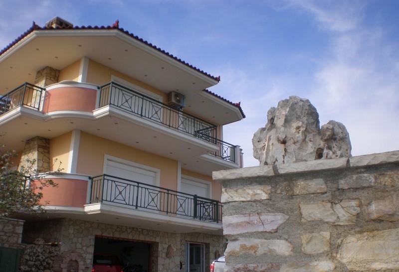 Mεζονέτα δίπλα από costa navarino