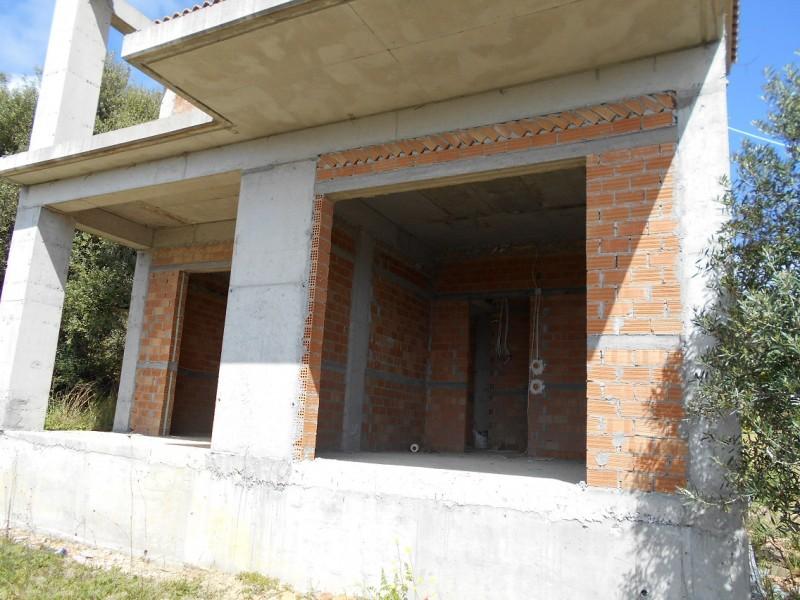 Οικόπεδα στην Γιάλοβα με  4 οικοδομές και κτήριο με πισίνα