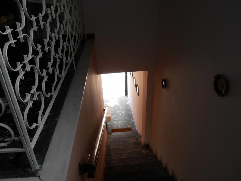 Μονοκατοικία -Κατοικία Α ορόφου με Ισόγειο Κατάστημα  Στη Χώρα